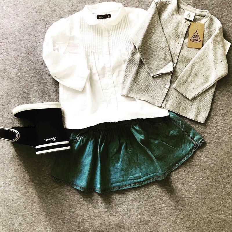 Zoé à la marelle : Le cardigan neuf tout doux Lililotte, la jupe de 2nde main & la blouse de 2nde main