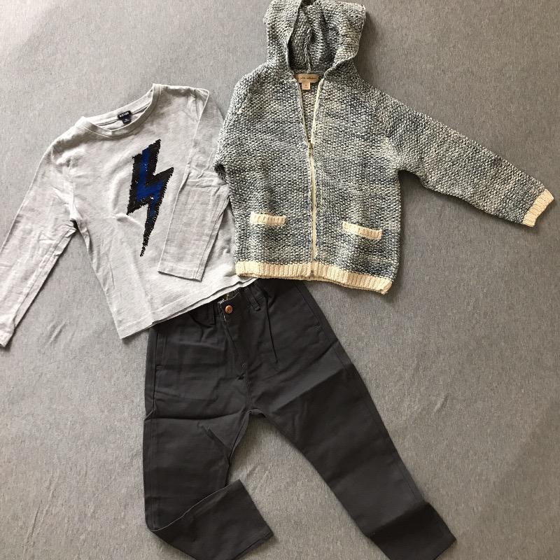 Adam fait sa rentrée : Le pantalon et le gilet neufs La Petite Collection, le t-shirt sequins de 2nde main