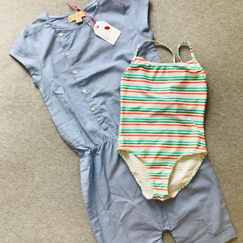 La tenue de vacances de Garance : La combishort neuve La Petite Collection & le maillot de bain de 2nde main