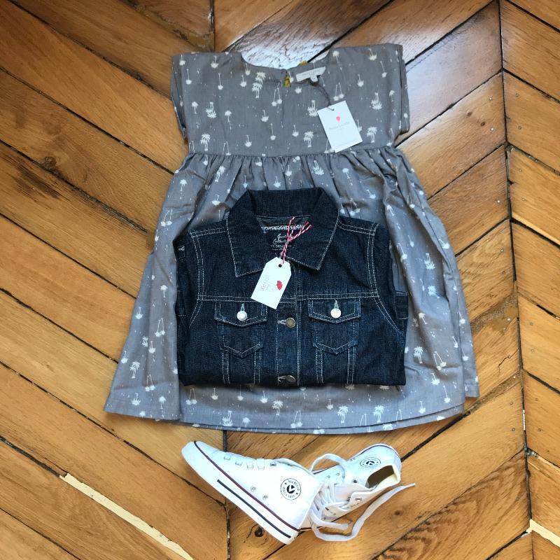 Le bohême rock de Garance : la robe neuve Petite Lucette, la veste denim de seconde main et les baskets neuves Victoria