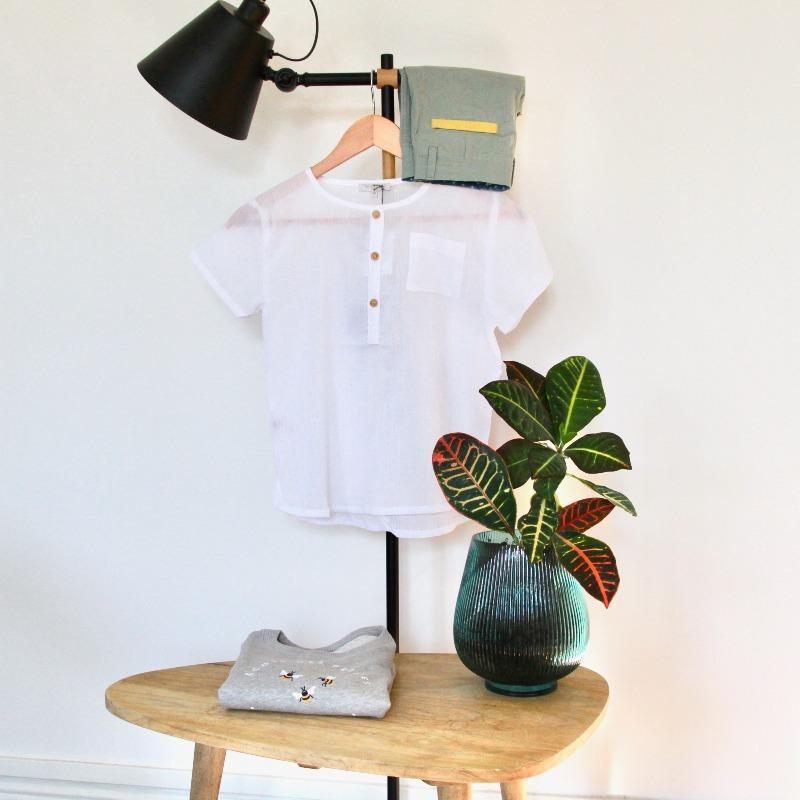 La soirée estivale d'Esteban : la chemisette et le bermuda Petite Lucette et le sweat Chat-Malo